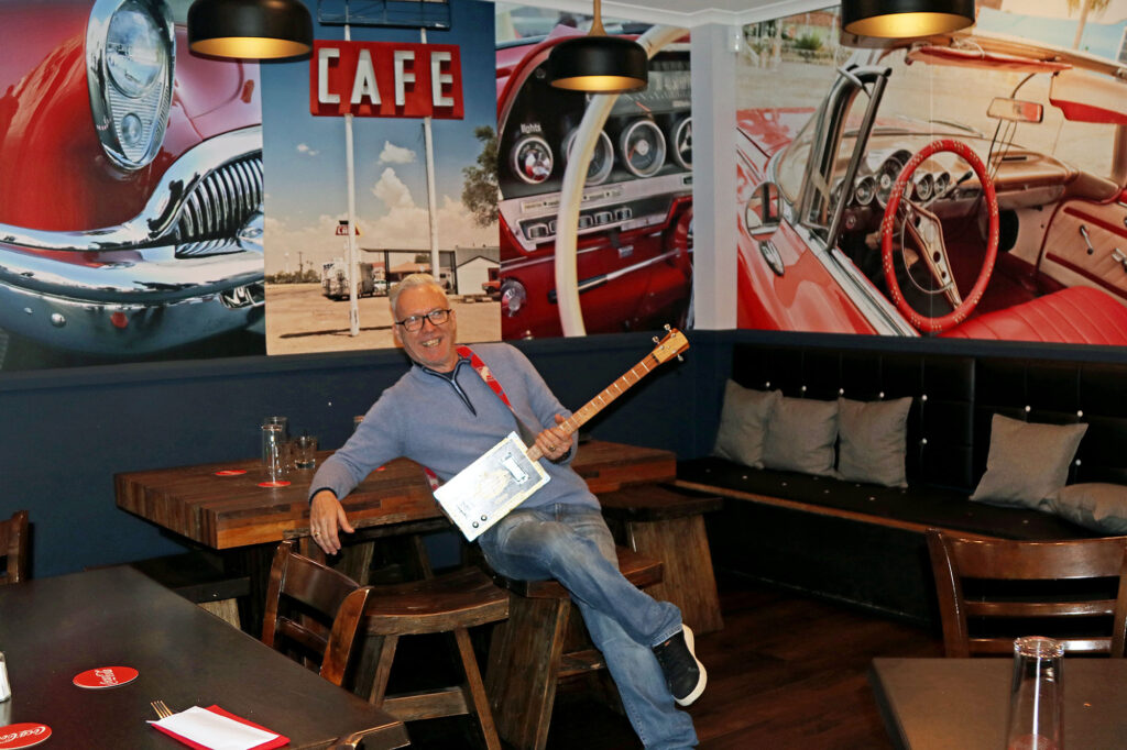Les Hutton at the Tamborine Diner with his wall art