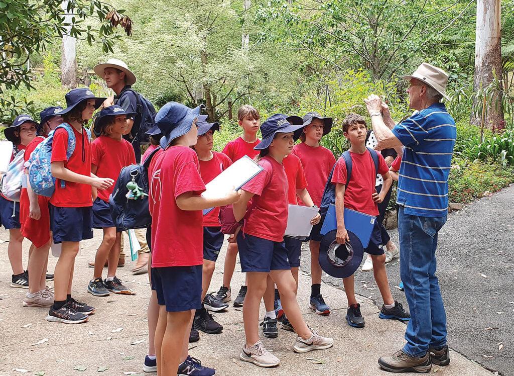 Silkwood School students visit Botanic Gardens