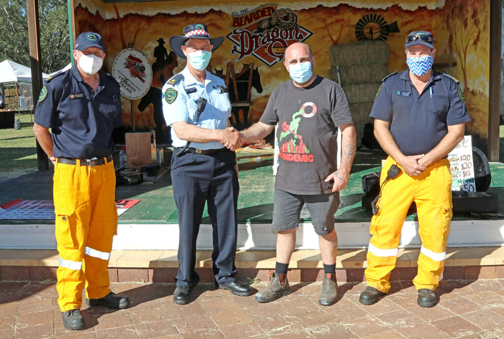Bearded Dragon Hotel presents a donation to Firies